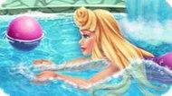 Игра Аврора Плавает В Бассейне