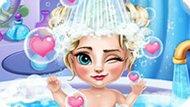 Игра Холодное сердце: Купать малышку Эльзу